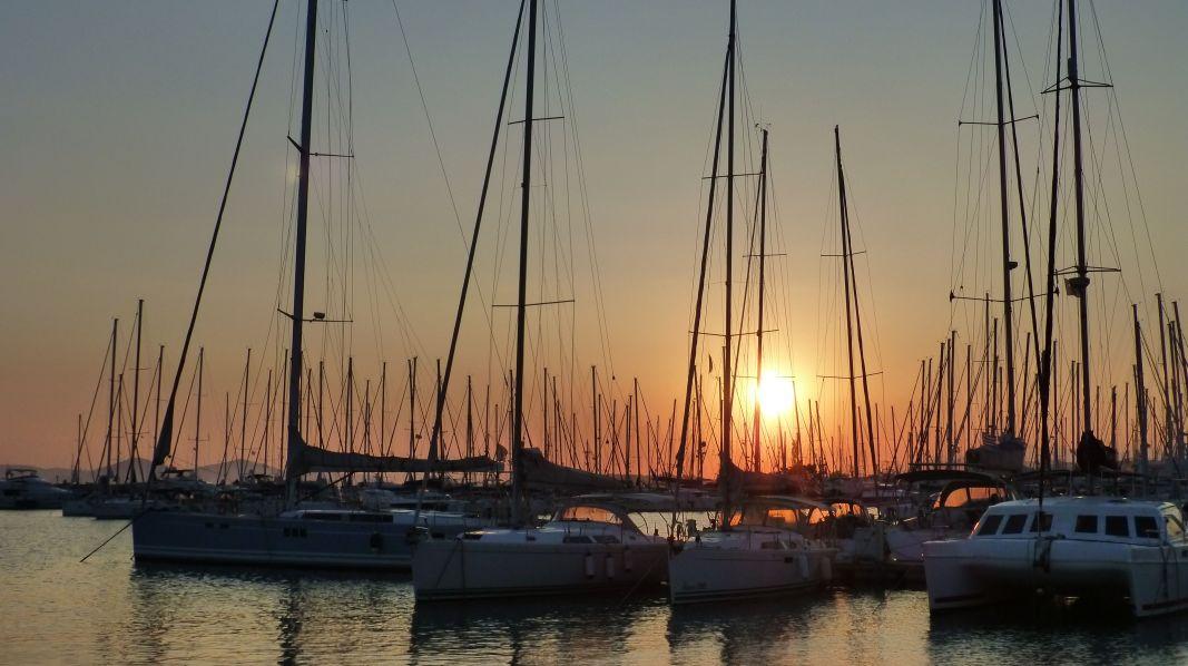 Abendstimmung auf in der Marina Ischia/Golf von Neapel